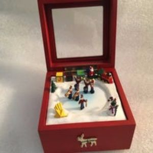 "MR CHRISTMAS MINIATURE MUSIC BOX DECK THE HALLS 4"""